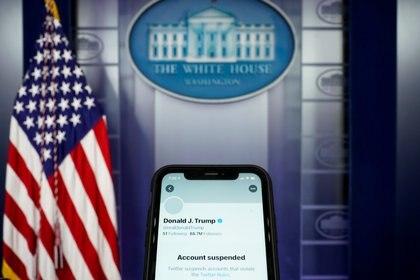La cuenta oficial de la presidencia tiene un destino diferente a la cuenta personal de Donald Trump (Reuters)