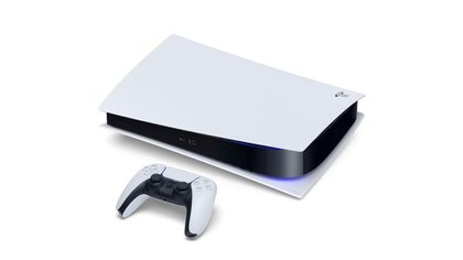 La consola Sony PlayStation 5 Digital Edition y el control DualSense, una imagen enviada por la compañía japonesa en el lanzamiento de su nuevo producto para la industria de videojuegos.