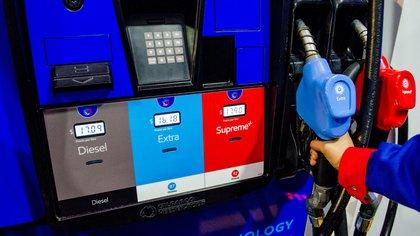 Detalle de un surtidor de combustible de una gasolinera de Exxon Mobil, la cual fue inaugurada el miércoles 6 de diciembre de 2017, en el estado de Querétaro (México). EFE/Enrique Contla/Archivo