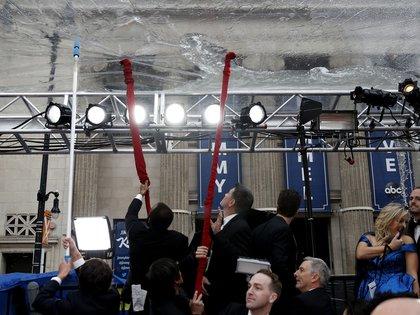 La lluvia generó complicaciones durante la organización de la 92° entrega de los Premios Oscar (AP Photo/John Locher)