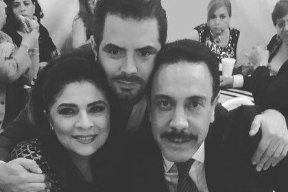 José Eduardo Derbez lleva una buena relación con Omar Fayad, el esposo de Victoria Ruffo (IG: jose_eduardo92)