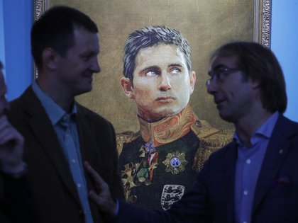 El inglés Frank Lampard, otro ex futbolista pintado(AP Photo/Dmitri Lovetsky, File)