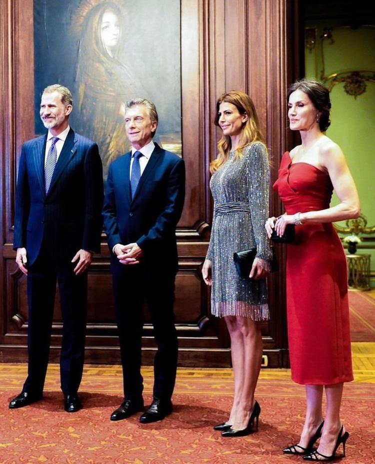 0baf55263 En la recepción a los Reyes de España en el Four Seasons. Hubo cocktail con