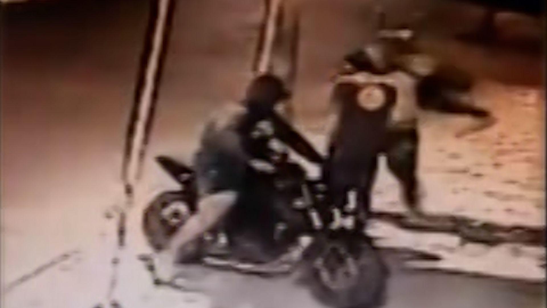Motochorros le robaron a un hombre en Merlo