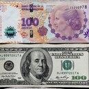 Foto de archivo ilustrativa de un billete de 100 dólares y otro de 100 pesos argentinos. Sep 17, 2014. REUTERS/Enrique Marcarian