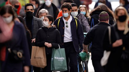 People, wearing protective masks, walk in the Montorgueil street in Paris amid the coronavirus disease (COVID-19) outbreak in France, February 25, 2021.  REUTERS/Sarah Meyssonnier  NO RESALES. NO ARCHIVES
