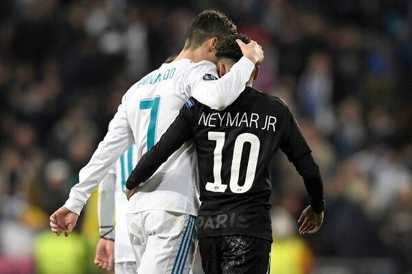 Cristiano Ronaldo y Neymar en el partido por octavos de final entre PSG y Madrid