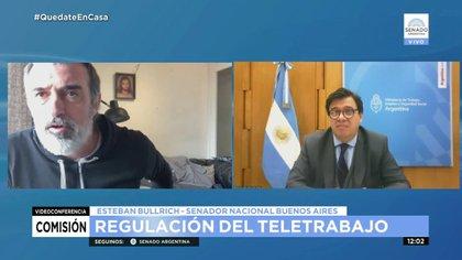 El senador Esteban Bullrich y el ministro Moroni, en la reunión de la Comisión de Trabajo del Senado