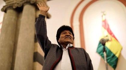 Evo Morales se proclamó vencedor de las elecciones presidenciales de Bolivia pese a que los números le indicaban que podría haber segunda vuelta. Se espera un lento recuento del 10 por ciento de los votos que faltan computar (Reuters)
