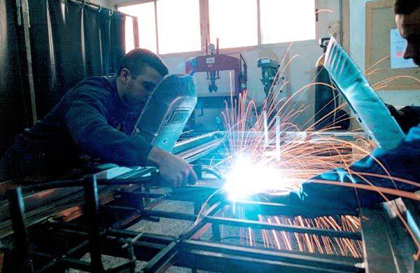 Los talleres metalúrgicos también están autorizados para volver a funcionar, a condición de cumplir requisitos de sanidad y transporte