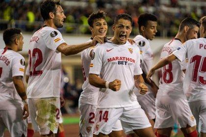 El mexicano marcó su primer gol de tiro libre con el Sevilla (Foto: Twitter)