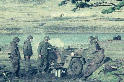 Una cocina de campaña en plena acción durante la guerra. (Gentileza Carlos Di Santo)