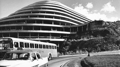 El Helicoide en los años 80, cuando pasó a funcionarcomo sede de los servicios de inteligencia venezolanos (Archivo Fotografía Urbana)