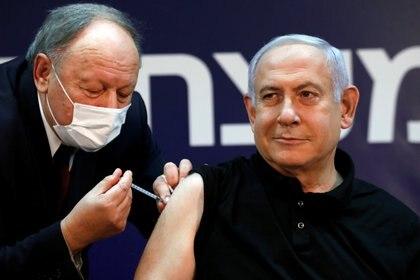 Netanyuahu fue el primer líder mundial en recibir la vacuna de Pfizer