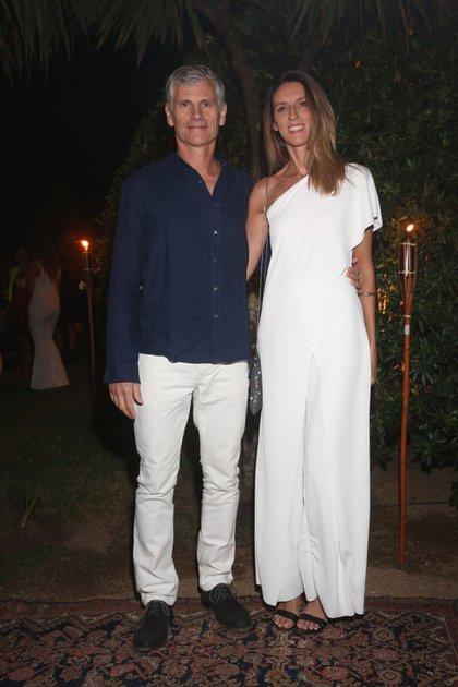 Guillermo Tempesta, vicepresidente de Santander Río, y su mujer