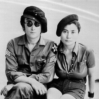 Cuando la pareja se conoció, John ya era más famoso que Jesucristo, pero el prestigio de Yoko como artista contemporánea no se quedaba atrás. (Mediapunch/Shutterstock)