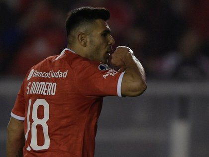 Argentina's Independiente forward Silvio Romero celebrates after scoring a penalty against Ecuador's Independiente del Valle during the Copa Sudamericana quarterfinal fisrt leg football match at Libertadores de America stadium in Avellaneda, Buenos Aires on August 6, 2019. (Photo by JUAN MABROMATA / AFP)