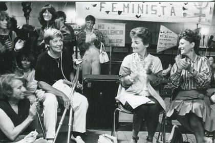 En una reunión feminista, con Eva Giberti (Fundación María Elena Walsh)