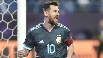 Lionel Messi entrenó con normalidad este domingo y sería titular ante la Celeste (AP Photo)