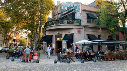 El incumplimiento de protocolos y medidas preventivas en los circuitos gastronómicos, comerciales y de ferias de la Ciudad y de la provincia de Buenos Aires fueron uno de los temas de reunión.