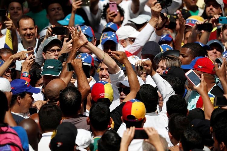 Guaidó convocó al pueblo a movilizarse el próximo 10 de marzo hacia la Asamblea Nacional (REUTERS/Carlos Garcia Rawlins)