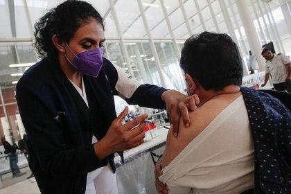 México comenzó la inmunización de profesores en varias partes del país (Foto: Reuters/ Daniel Becerril)
