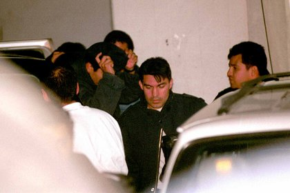 """El 25 de enero de 2001, los custodios encargados de la fuga de """"El Chapo"""" en el penal de Puente Grande, Jalisco, llegaron a la Fiscalía contra el crimen organizado de la PGR en la CDMX (FOTO: Christian Palma/CUARTOSCURO.COM)"""