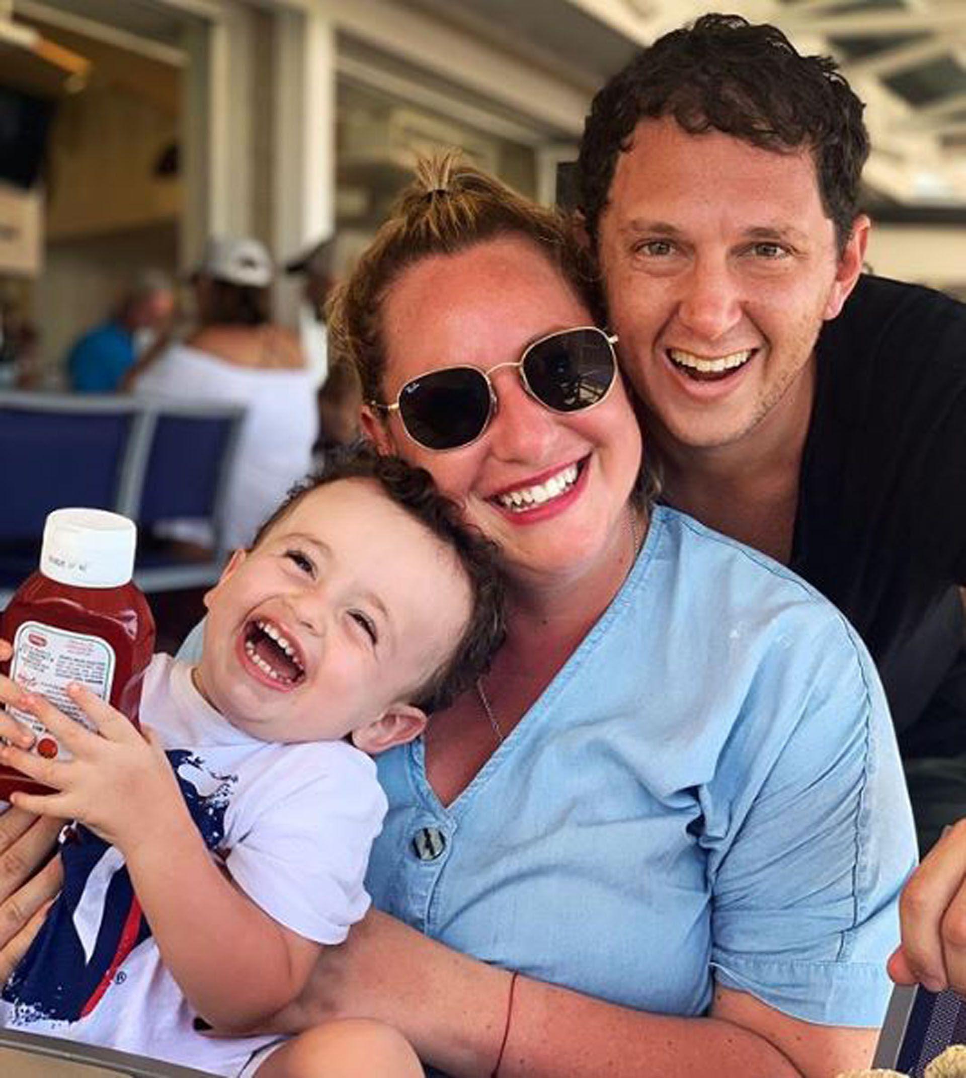 La hija menor de la abogada junto a su pareja, Ari, y su hijo, que pronto tendrá un hermanito (Foto: Instagram)