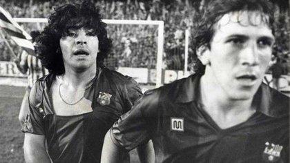 Maradona terminó con su camiseta rota luego de la violenta trifulca
