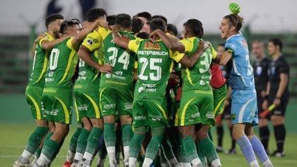 El festejo en el estadio Norberto Tomaghello cuando Defensa y Justicia pasó los cuartos de final.