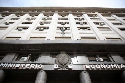 La semana que viene afrontará, de todas formas, la agenda de vencimientos más abultada del mes, en la que deberá cubrir unos $110.000 millones en el mercado local. EFE/David Fernández/Archivo
