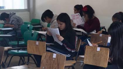 Debido a la pandemia, los alumnos que pasen a secundaria no tendrán que presentar examen de admisión (Foto: Cuartoscuro)