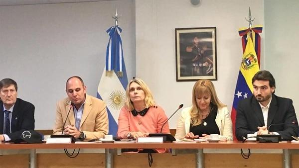 En el centro, la legisladora argentina Cornelia Schmidt-Liermann