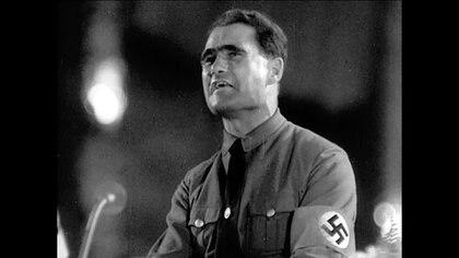 Hess en el juramento de lealtad a Hitler