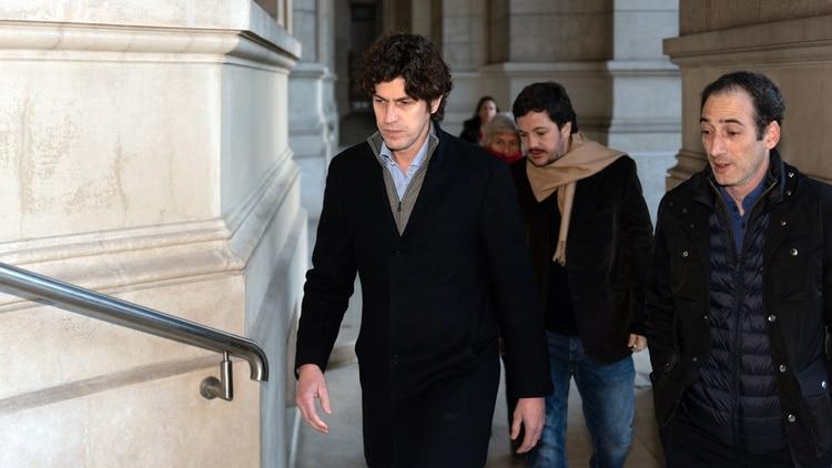 El candidato a senador Martín Lousteau y el legislador porteño Juan Nosiglia están presentes en la audiencia