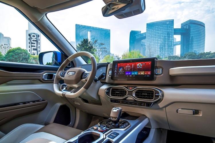 El Icon tiene un motor híbrido y sistemas de conducción semi-autónomos.