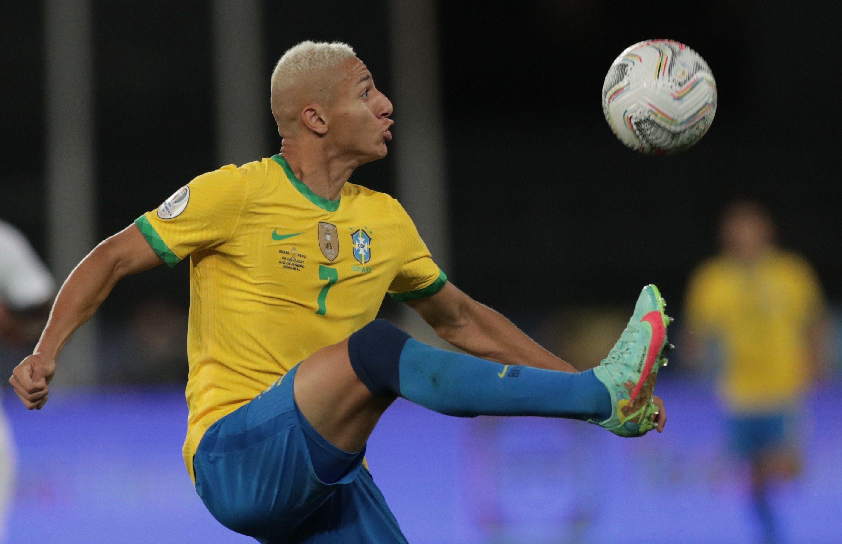 Richarlison es una de las figuras de Brasil y marcó diez goles con la casaca verdeamarela (EFE/Andre Coelho/Archivo)
