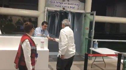 """El presidente sólo dijo """"ahí nos vemos mañana"""" caundo le preguntaron por la madre de El Chapo (Foto: Captura de video)"""