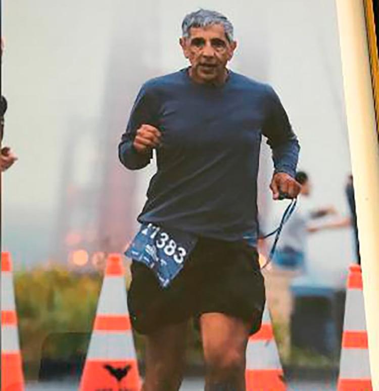 Médico y corredor, Frank Meza tenía 70 años cuando se suicidó, por el ciberbullying que siguió a una denuncia del sitio Marathon Investigation.