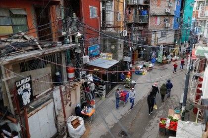 Hay en total 616 casos de coronavirus en las villas porteñas y 8 muertos (REUTERS/Agustin Marcarian)