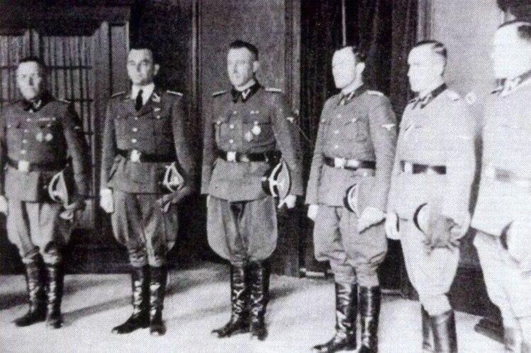 Franz Stangl (centro) el genocida que fue comandante del campo de exterminio de Treblinka