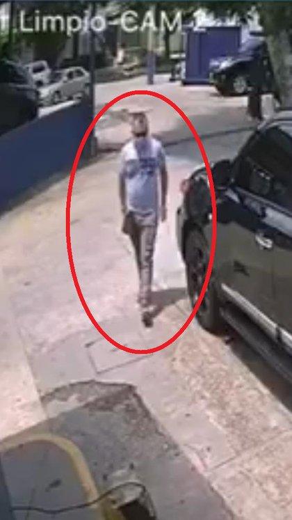 El ladrón cuando llegó a llevarse la camioneta del lavadero. Foto: ZonaCero