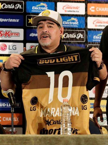 En memoria de Fernando Diego Armando forjó la dirección técnica de Los Dorados (Foto: Henry Romero / Reuters)