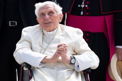 Benedicto XVI en el aeropuerto de Munich antes de su partida a Roma, el 22 de junio de 2020. Sven Hoppe/Pool via REUTERS