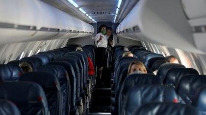 Un vuelo semi vacío durante la pandemia por coronavirus REUTERS/Jim Urquhart/File Photo