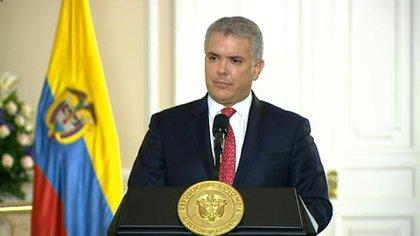 Colombia cerrará a partir de la medianoche de este lunes todas las fronteras del país hasta el 30 de mayo para enfrentar la pandemia del coronavirus, anunció el presidente Iván Duque.