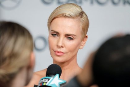 Charlize Theron asistiendo a los Premios 2019 Glamour Women Of The Year en Manhattan, Nueva York, Estados Unidos. 11 de noviembre, 2019 (Reuters)