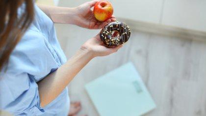 El azúcar, ya sea refinada o proveniente de productos industrializados, genera inflamación (Shutterstock)