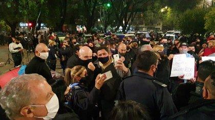 José Luis Espert estuvo presente en medio de los reclamos de la Policía de la Provincia de Buenos Aires @jlespert