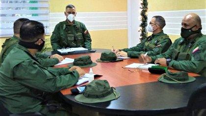 GD Leonardo Alfredo Bello Ortega en reunión con Comandantes de la ZODI Apure